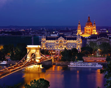 World Dog Show 2013 will be held in Budapest, city with over 300 hotels